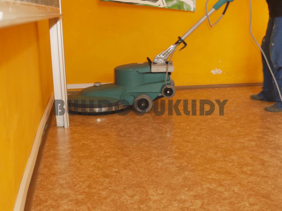 rozleštění vrchní vrstvy vosku vysokootáčkovým strojem