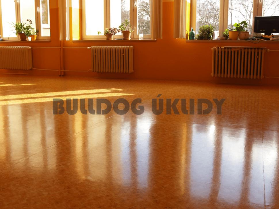 voskování podlah z linolea